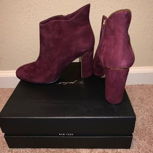 Size 10M Vince Camuto wine suede booties